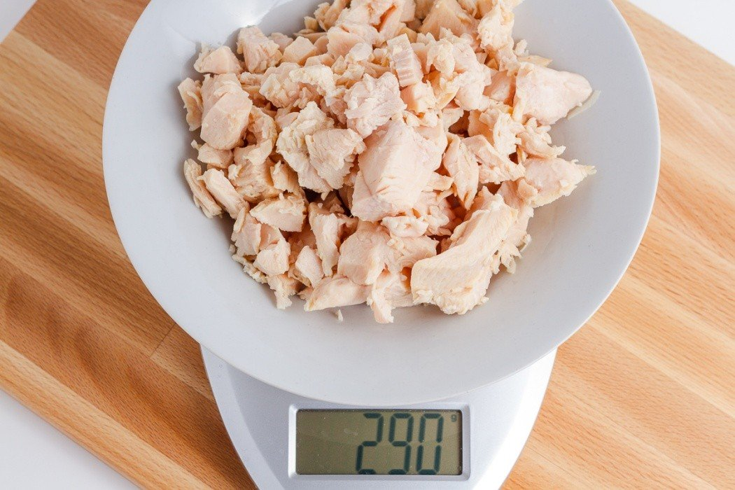290 grams of canned chicken on a scale