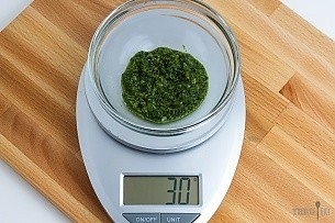 30 grams of pesto on a scale