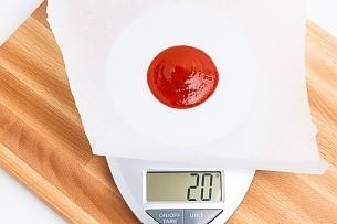 20 grams of Sriracha on a scale